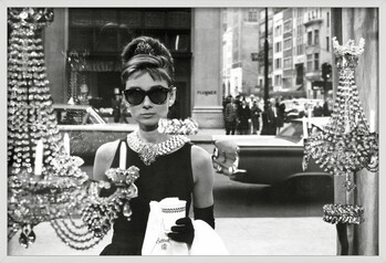 Rámovaný plakát Audrey Hepburn - window